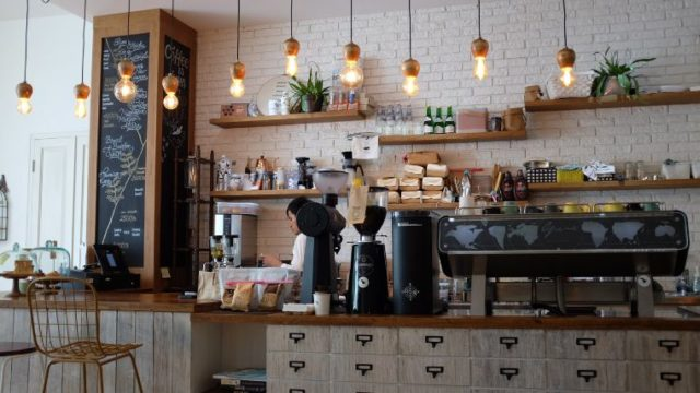 田舎でカフェ経営はオワコン?元・カフェ従業員ががっつり解説します。
